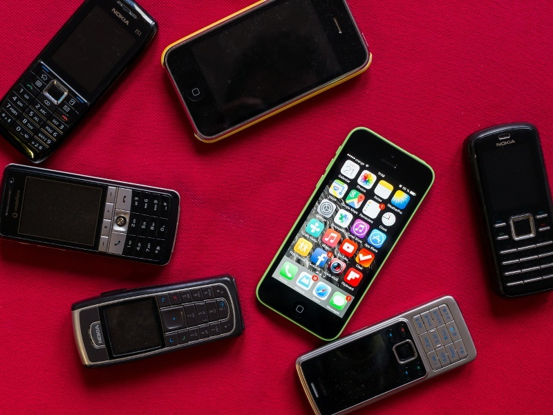 What is the best-selling phone ever? (infographic)