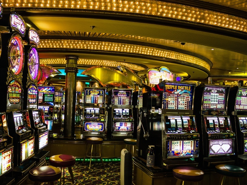 How do casinos use technology? (infographic)