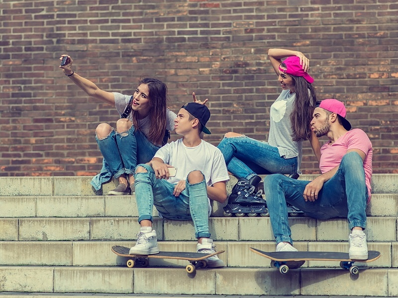 Snapchat introduces new selfie filters, paid-for replays