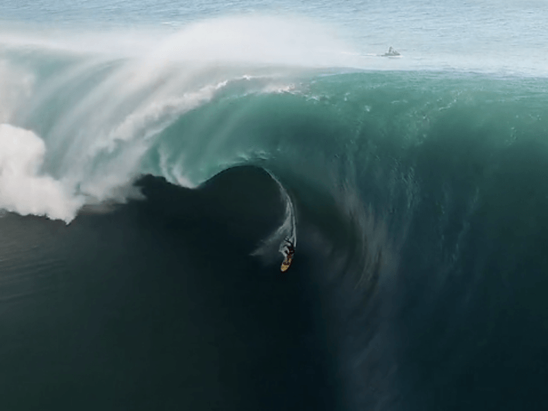 Insanely big waves in Tahiti (video)