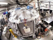 New 200-terawatt laser can re-create the power of a star's core