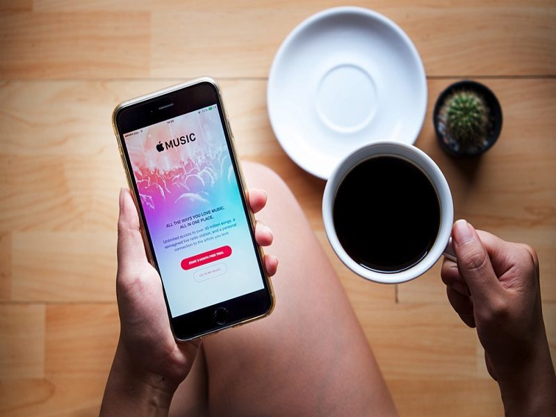 Apple Music has 6.5m paying customers, closes on Spotify