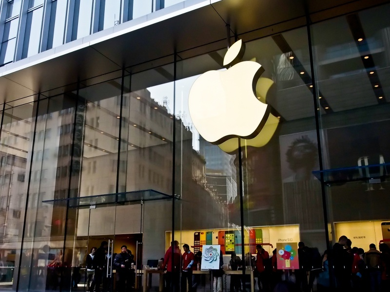 Apple pulls down 256 data mining apps from App Store