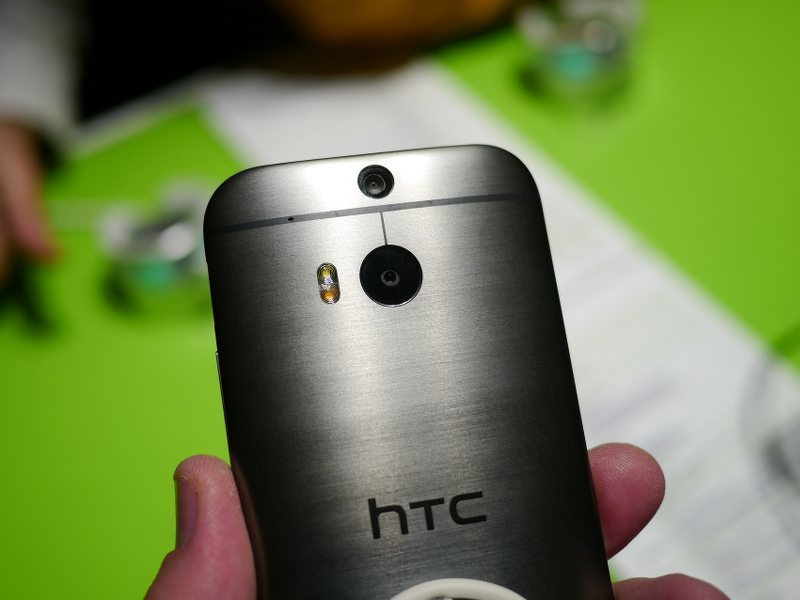 HTC posts quarterly loss as woes continue