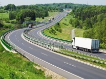 Daimler successfully tests automated truck on Autobahn