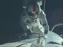 Over 12,000 raw Apollo images from NASA posted on Flickr