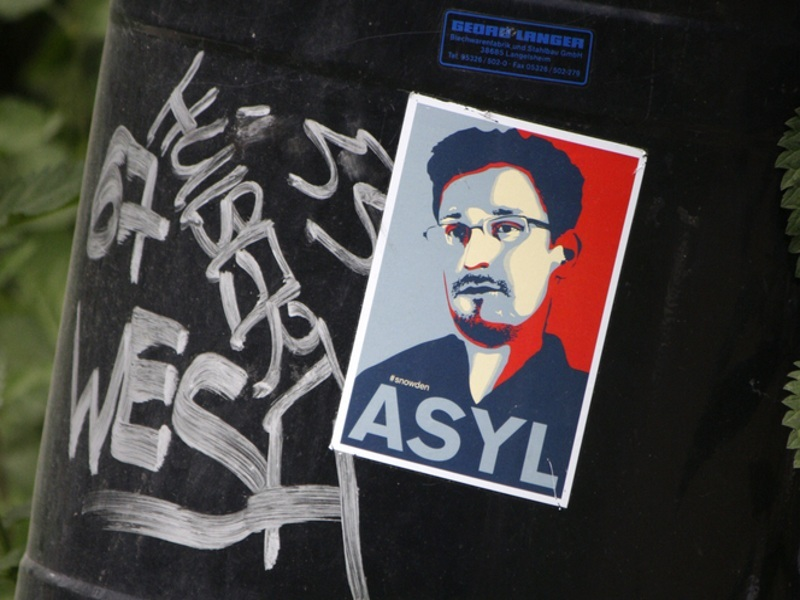 Edward Snowden gains EU support as MEPs vote in favour of whistleblower