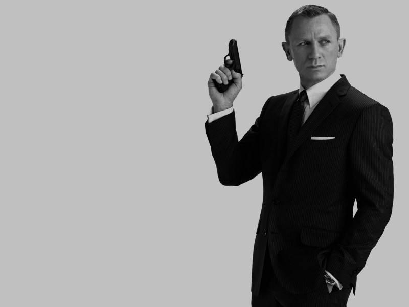 The evolution of James Bond through gadgets (infographic)