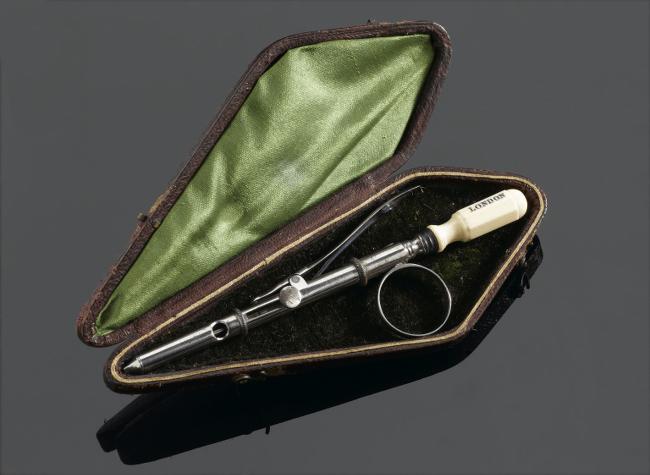 Rynd-styled hypodermic syringe