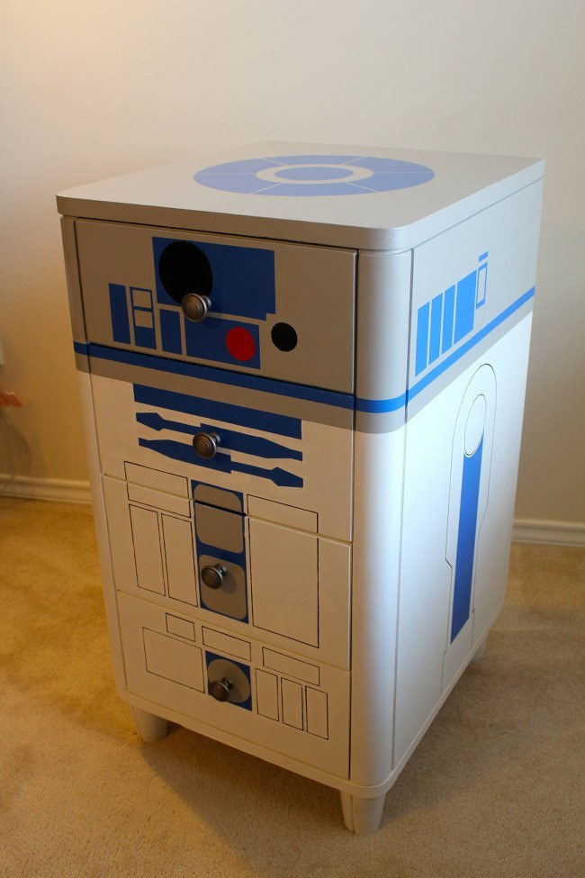 4 R2D2 Star Wars furniture | Star Wars: The Force Awakens