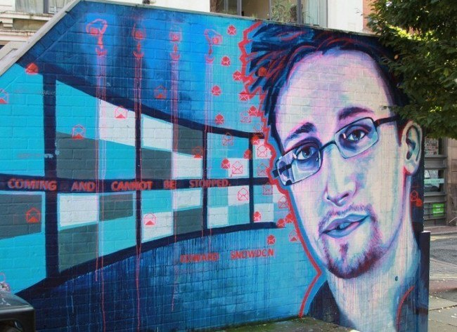 Edward_Snowden123333-718x523