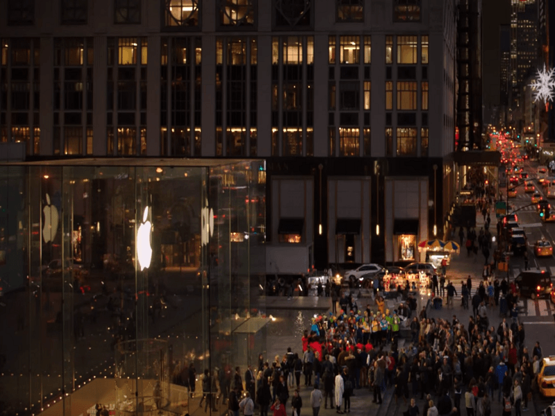 Watch: Microsoft and Apple have Christmas armistice in New York