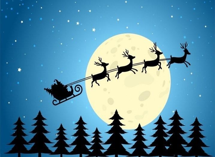 Santa tracker: sleigh flies in front of moon