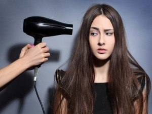 #HackAHairDryer: woman gives hair dryer side-eye