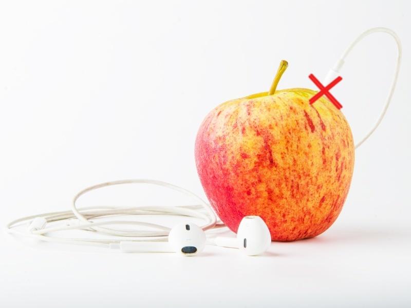 Will the iPhone 7 drop earphone jacks?