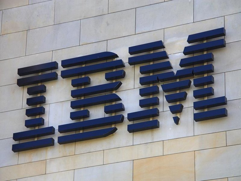 IBM beats Q4 2015 expectations, but shareholders don't care