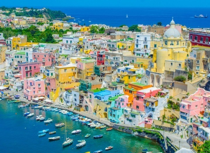 Naples-Apple-iOS-shutterstock