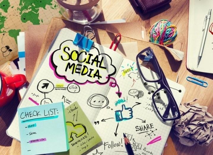 Social media: notebook