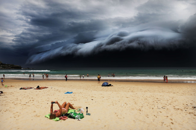 © Rohan Kelly - Storm Front on Bondi Beach World Press Photo fo the Year