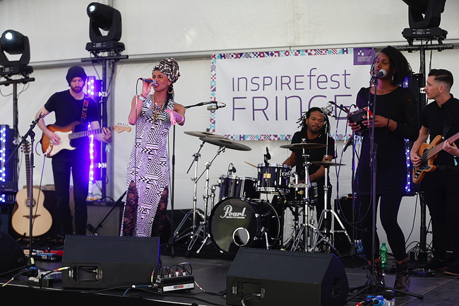 Loah performing at the Inspirefest Fringe 2015. Image via Conor McCabe Photography
