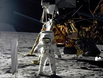 Watch the moon landing in real-time on website