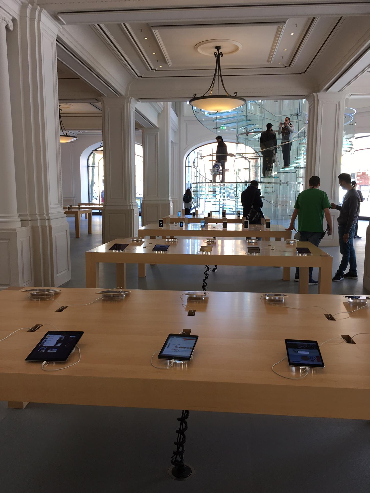 Apple_Store_Amsterdam_5