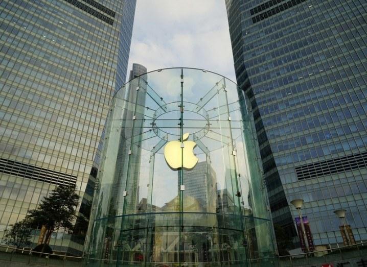 Apple_Store_Shanghai_shutterstock