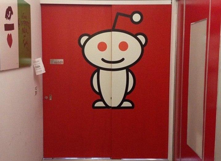 Reddit-Red_doors_Eric_Steuer