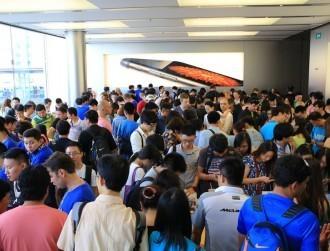 Global smartphone shipments fall flat, China peaks and Apple bruised