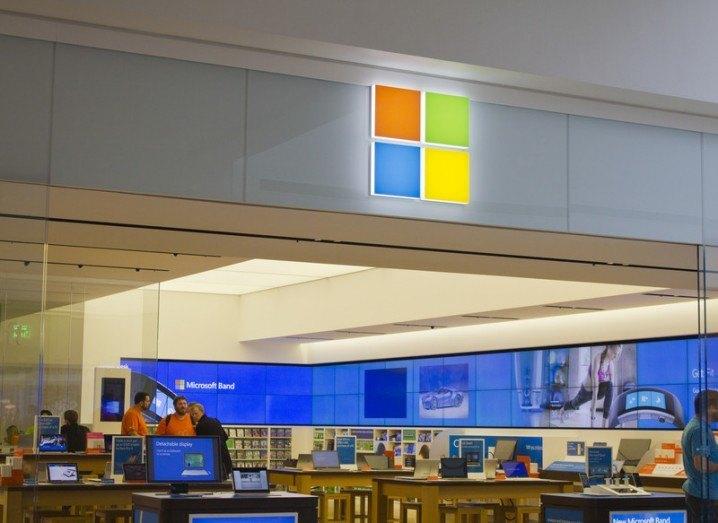 Microsoft_Windows_10_shutterstock