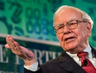 Buffett backs Apple to the tune of $1bn