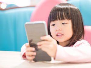 kid_smartphone_Asia_shutterstock