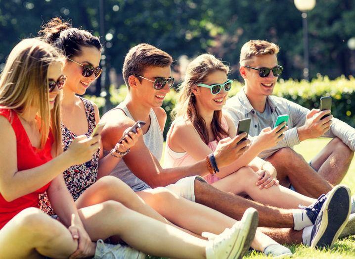 mobile-social_eir_shutterstock