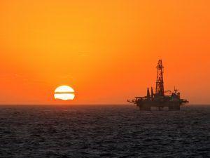 oil-rig-iot-cisco-ibm-shutterstock