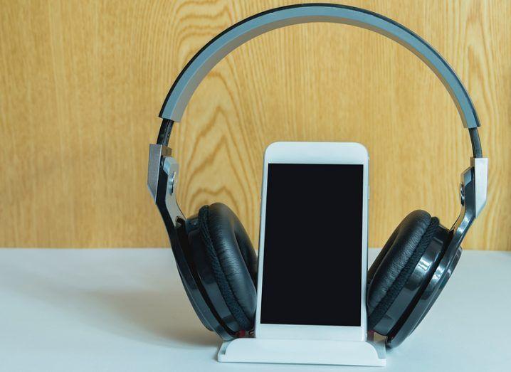 Communicorp: audio streaming, phone and headphones