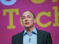 Tim Berners-Lee tells Facebook it's wrong about Internaut Day