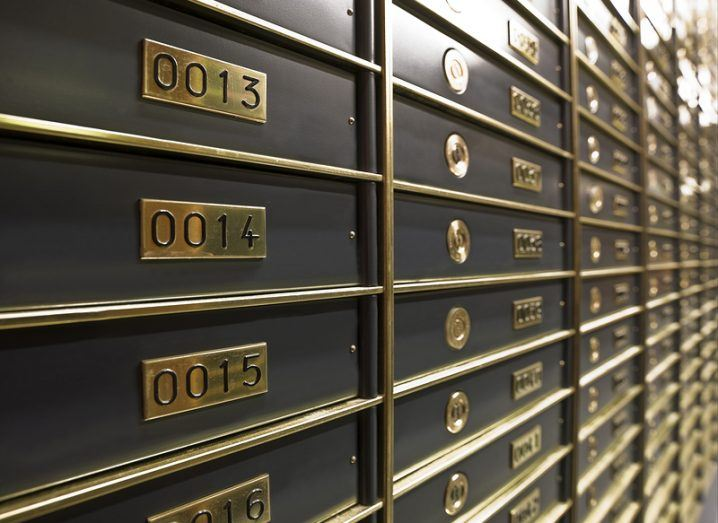 Blockchain safe deposit boxes