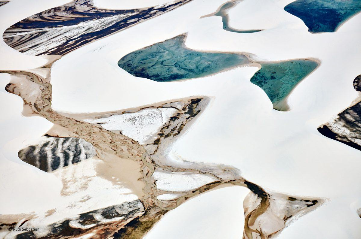 The sand canvas. Rudi Sebastian/Winner, Details