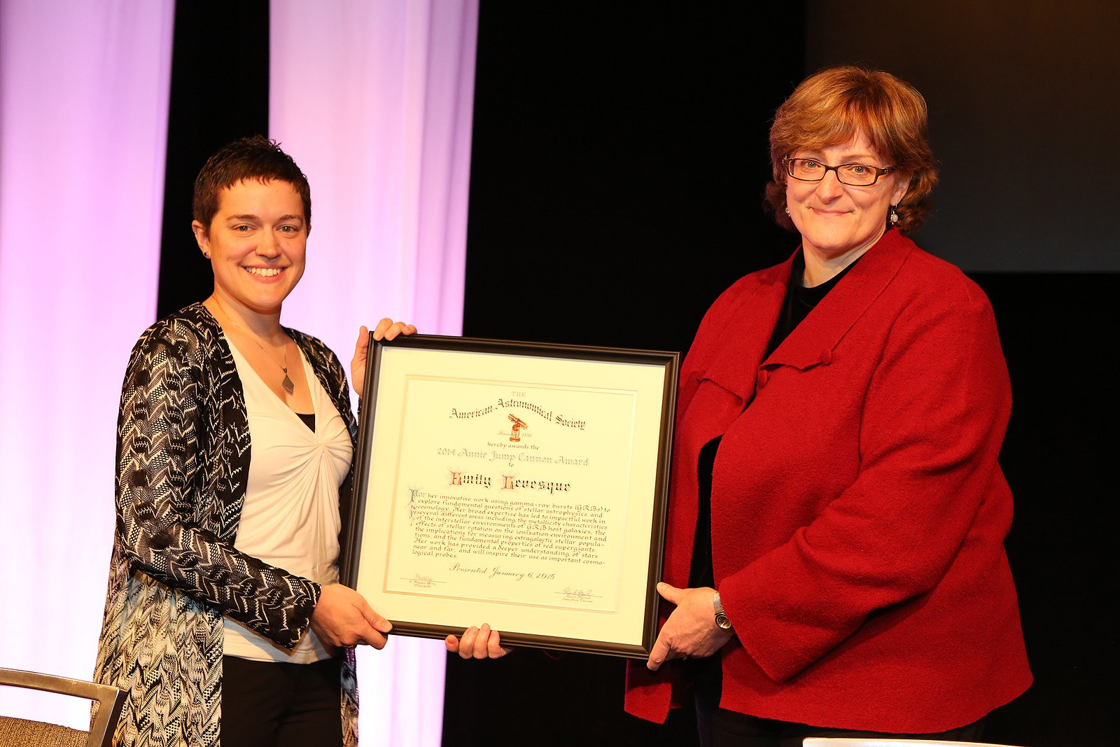 Emily Levesque (left) receiving her Annie Jump Cannon award from the American Astronomical Society. Image: AAS/Joson Images