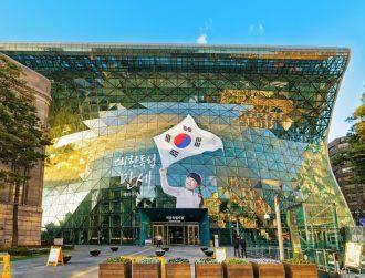 Samsung chief facing arrest in South Korea bribery investigation