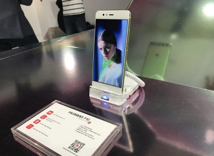 Huawei P10 handset