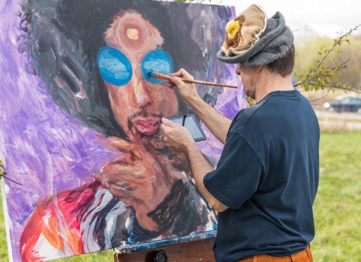 An artist paints Prince. Image: Steve Quinlan/Shutterstock