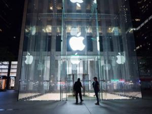 Apple has become the world's first $800bn company