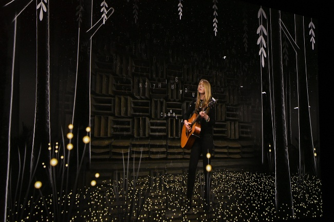 Beatie Wolfe performs in Bell Labs' anechoic chamber