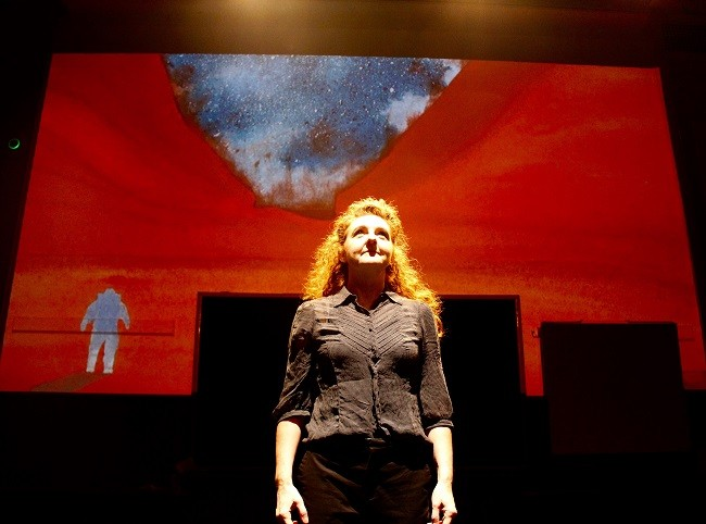 Niamh Shaw performing To Space