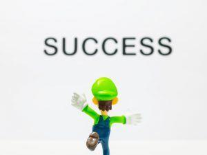 Luigi in front of success sign