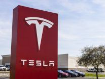 Tesla pushes back semi-truck launch as it deals with Model 3 delays