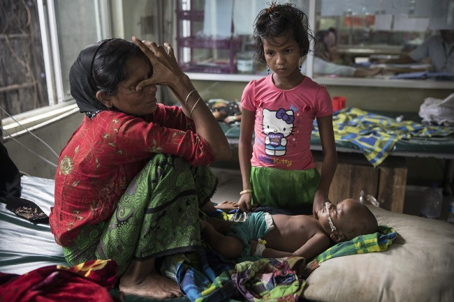 Rohingya crisis: Halima Khatu cries about her eight-month-old son Mohammed Harez, who is being treated for acute pneumonia in MSF's paediatric-neonatal unit. Image: Paula Bronstein/MSF