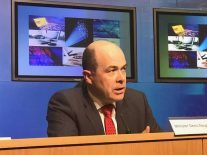 Communications Minister Denis Naughten resigns over broadband row
