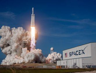 5 amazing scenes from SpaceX's successful Falcon Heavy launch